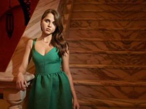 TYRANT - Pictured: Anne Winters as Emma. CR: Matthias Clamer/FX
