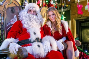 TV Movie Goodness Preview: Hallmark Channel's The Christmas Parade [VIDEO and PHOTOS]
