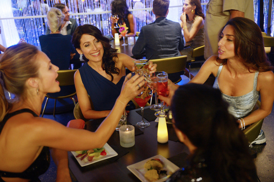 """Girlfriends' Guide to Divorce Preview: """"Rule #33: When in Doubt, Run Away"""""""