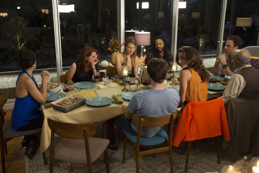 """Girlfriends' Guide to Divorce Preview: """"Rule #46: Keep the Holidays Low Key"""""""