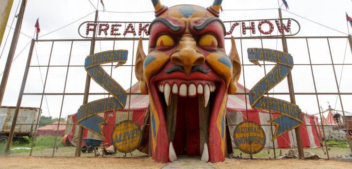 Cdga Nominated Costume Designer Lou Eyrich Talks American Horror Story Freak Show Exclusive Tv Goodness