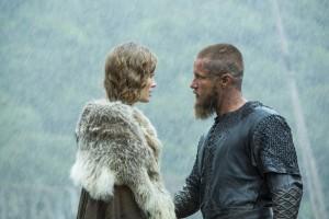 Queen Aslaug (Alyssa Sutherland) and King Ragnar (Travis Fimmel)