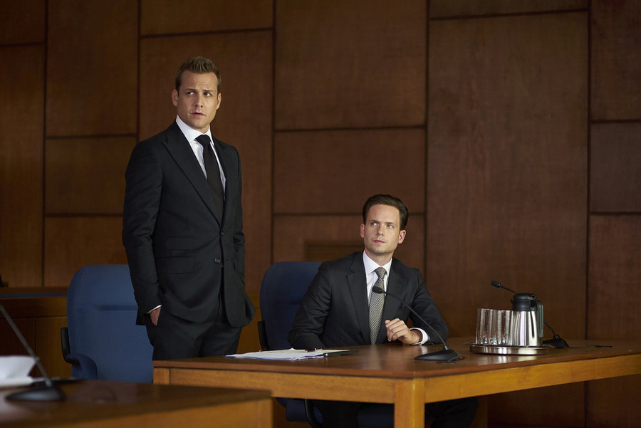 """Plot Twist: [SPOILER] Outed Mike Ross, Suits """"Live to Fight"""""""