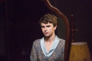 "The Unraveling Begins in Bates Motel ""A Danger to Himself and Others"""