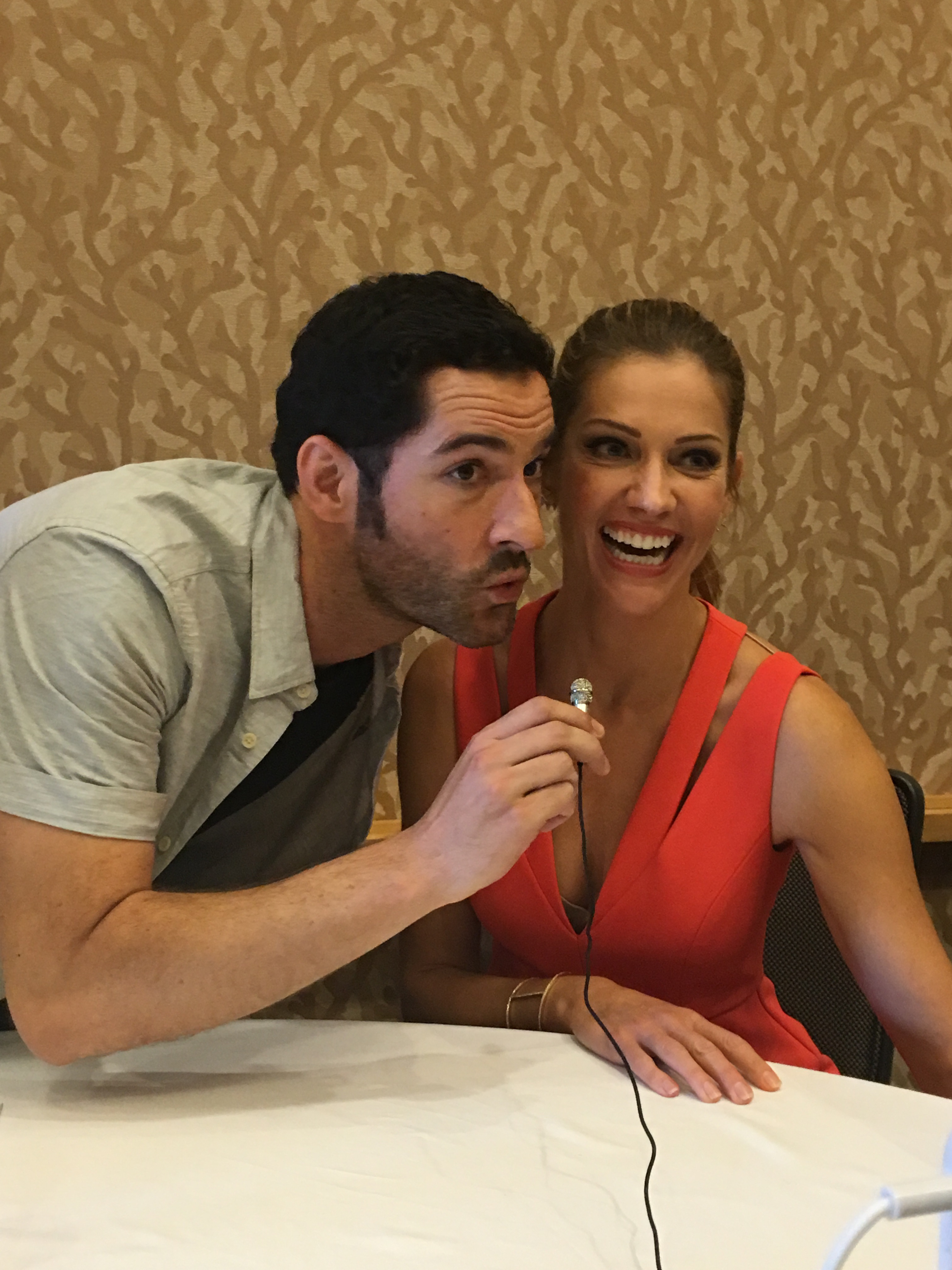 """Comic-Con 2016: The Lucifer Cast and EPs Talk """"Mum"""" And Season 2"""