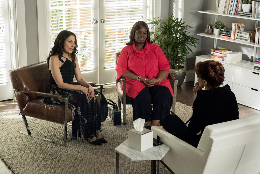 """Girlfriends' Guide to Divorce """"Rule #155: Go With the Magician"""""""