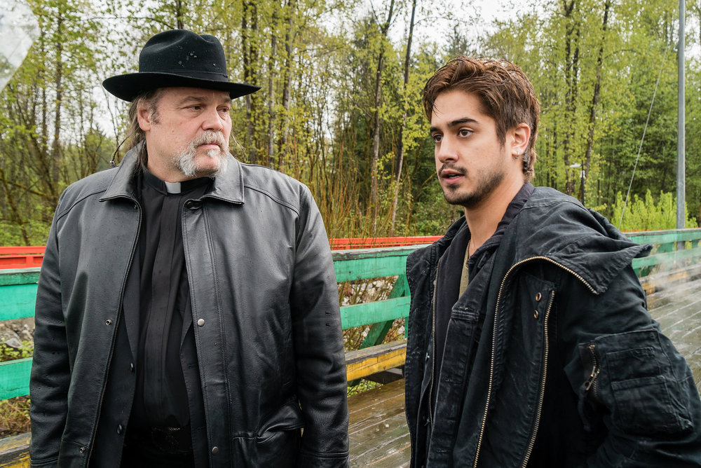 Previewing Syfy's New Thursday: Van Helsing and Ghost Wars