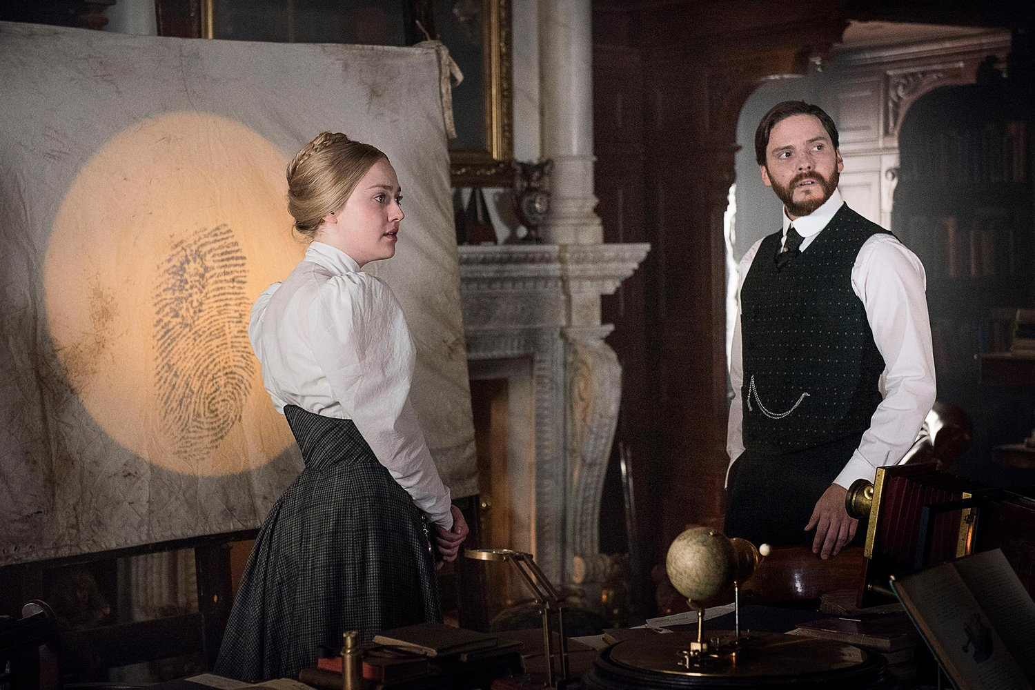 """The Alienist Preview: """"Silver Smile"""""""